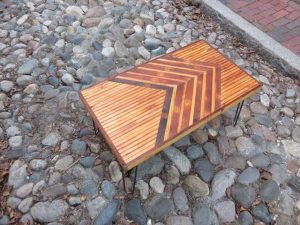 DIY Pallet Coffee Table with Chevron Pattern