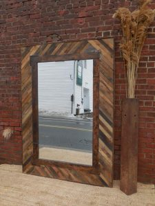 DIY Upcycled Wood Pallet Mirror
