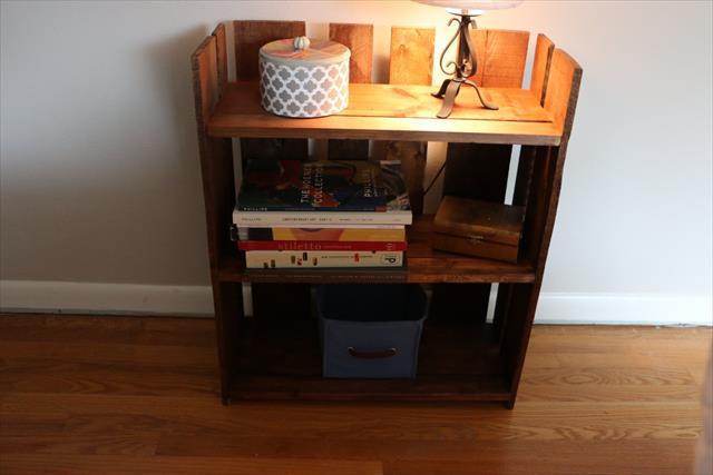 DIY Pallet Stylish Bookshelf
