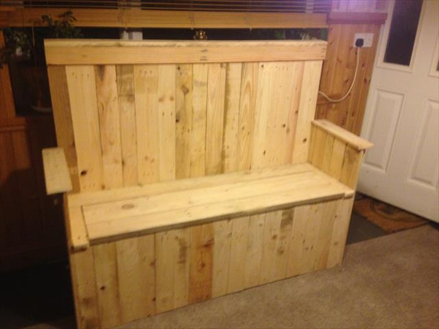 recycled pallet settle