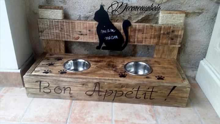 self-made pallet cat feeder