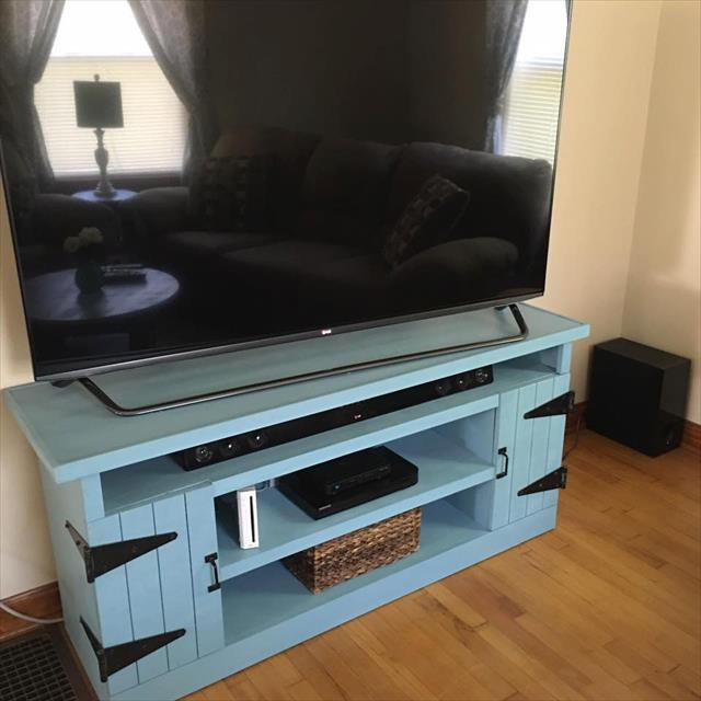 Recycled pallet media center