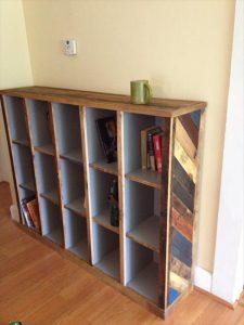DIY Pallet Bookcase / Bookshelf