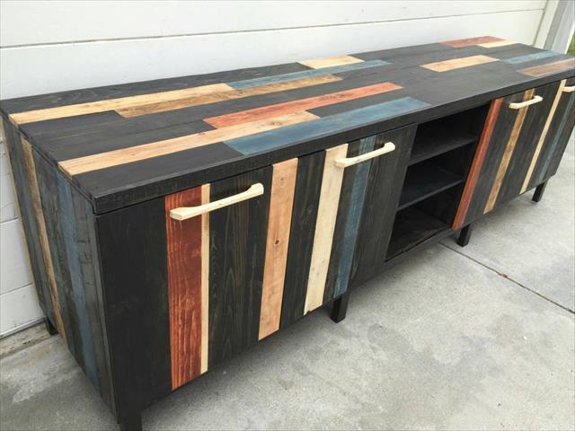 gorgeous pallet media stand